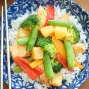 Sweet Chili Pineapple Chicken Easy Slow Cooker Meal– Easy crock pot recipe requires no thawing and uses just 4 somple ingredients: chicken, sweet chili sauce, pineapple and vegetables. In just 5 minutes you can prepare a delicious healthy slow cooker meal your whole family will love. Try it with your favorite vegetables including sweet pepper, pea pods, and broccoli. Healthy Crock Pot meal.