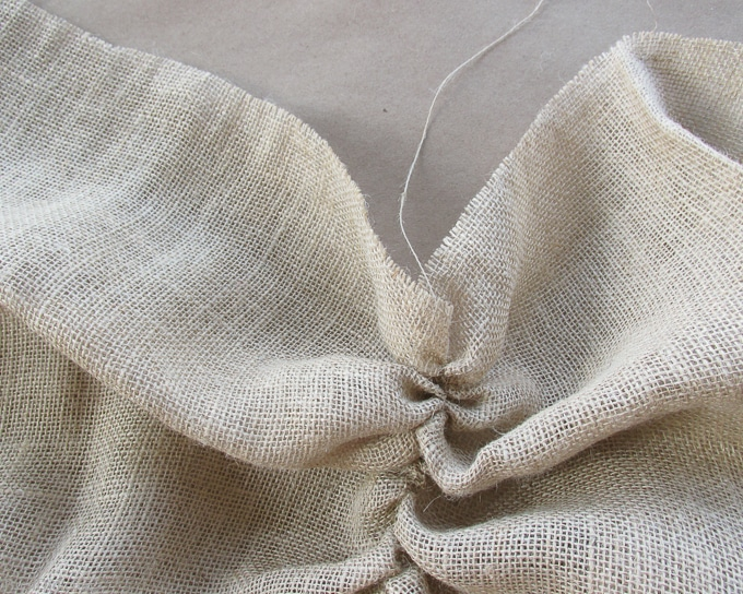 How to easily prepare burlap for sewing and crafts
