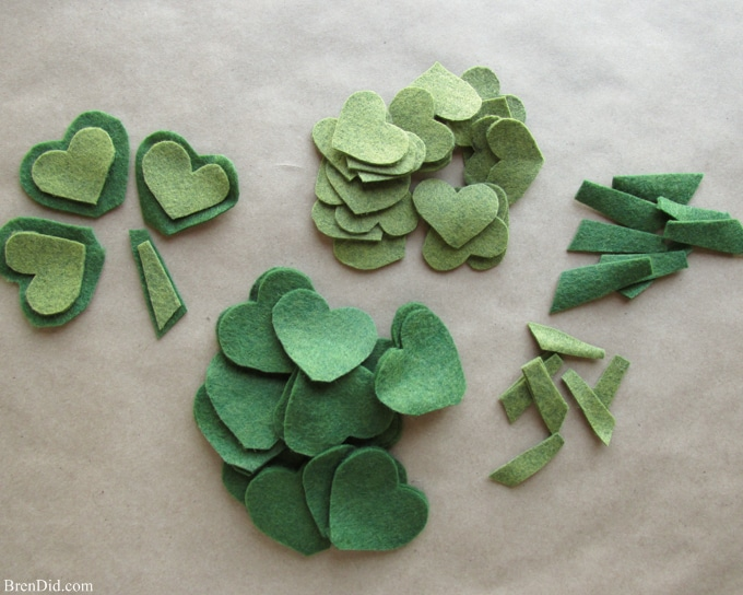 Are you a St. Patrick's Day lover? Make a fun and easy St. Patrick's Day Shamrock garland using felt, bakers twine and premade pom poms.