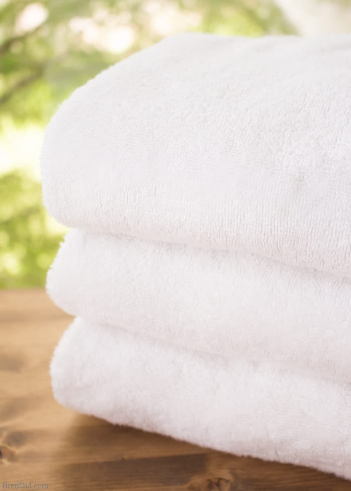 Ever encountered the musty, moldy odor of a smelly towels? The less-than-fresh scent is caused by bacteria. Gross but true! Learn how to naturally eliminate laundry room bacteria and keep towels fresh with this green cleaning tutorial.