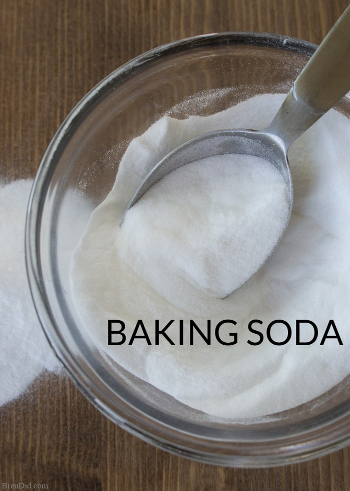 Baking Soda and Washing Soda sound similar but they are definitely not the same product. Both can be used to clean laundry, both can be used for household cleaning, but one can damage skin and the other can be eaten. Learn the difference between washing soda and baking soda PLUS their best uses.