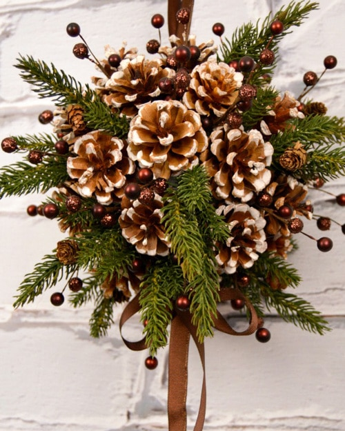decorating with pine cones for the holidays is free and beautiful these 30 easy crafts - Pine Cone Christmas Tree Decorations