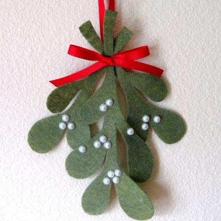 mistletoe felt bow